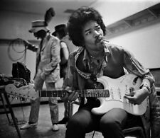 Jimi Hendrix Unsigned photo - L2897 - At the Coliseum, Oakland, 1968