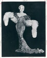 1967 Actress Singer Playwright Comedian Mae West Press Photo