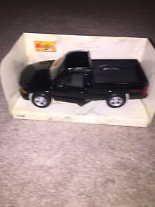 Special Edition Black 1995 Dodge Ram 1500 Pickup 1:26 scale die cast Maisto NIB