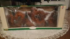 LEMAX 1998 CHRISTMAS VILLAGE LARGE MOUNTAIN BACKDROP WITH 12 TREES #81011-EUC