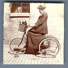 Dame à vélo et son petit chien  Vintage silver print Tirage argentique d'