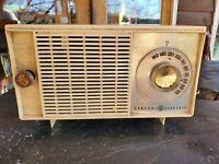 Vintage 1959 General Electric Model T-129C Tube Radio - READ