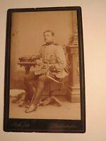 Diedenhofen - sitzender Soldat in Uniform - Kulisse / CDV