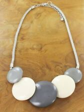 NECKLACE – RESIN 5-DISC NECKLACE – GREY & WHITE - NEC 60