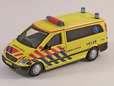 MERCEDES Vito Ambulanza-Modello in scala 1/50 DA BURAGO