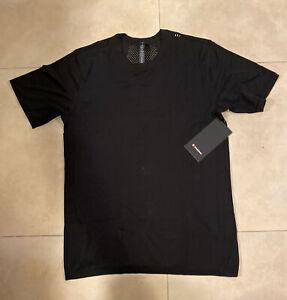 """Lululemon Men's """"Metal Vent Tech Breathe"""" T-Shirt (L)"""