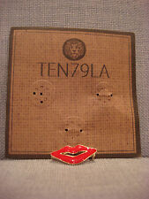 TEN79LA BOUTIQUE DESIGNER RED LIPS KISS METAL PIN BROOCH - BRAND NEW