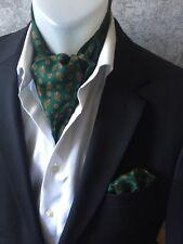 Herren Einstecktuch mit passenden Krawattenschal  in Dunkel Grün gemustert