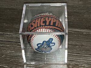 HERSHEY PARK 2004 Pennsylvania PA Souvenir Baseball in Plastic Case Kiss RARE