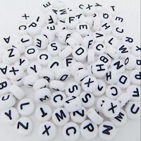 200 Stücke DIY Acryl Einzel Alphabet Letter Münze Rund Flach Spacer Perlen~ Z7T5