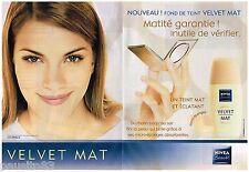 PUBLICITE ADVERTISING 105  2002  NIVEA   maquillage VELVET  ( 2p) FOND DE TEINT
