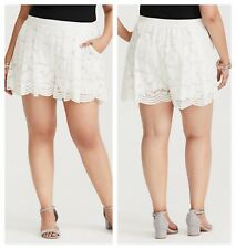 Torrid Ivory Floral Lace Scalloped Shorts 4X 26 #96830