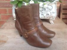 CLARKS SOFTWEAR BROWN REAL LEATHER WIDE FIT ANKLE BOOTS. SIZE 5 E