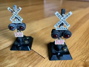 2 x Gilbert HO Scale Railroad Crossing Signals - Tested