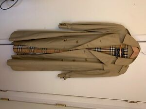 Vintage Burberry Trench. A classic!!