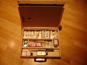 Vintage 515 Grumbacher Artist's Case with 22 oil paints, Pallet, Brushes & tools