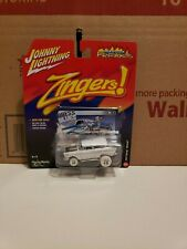 2016 Johnny Lightning White Lightning ZINGERS 57 Chevy Nomad