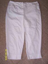 Women's St John's Bay cropped capri pants size 14 W White  97% cotton 3% spande