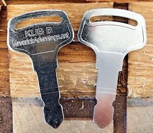2 keys fits Kubota New B Series Tractor Ignition15248-63700 Case New Holland