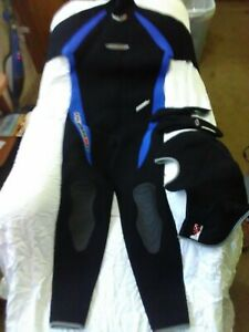 Henderson Mens Full body wet suit with hood and gloves