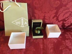 Van Cleef & Arpels Ring Packaging jewelry Box, Ribbon, Bag Gift sage Green Suede