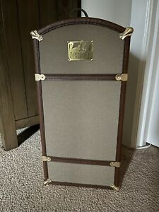 Retired American Girl Samantha Steamer Trunk ~needs a little TLC!