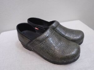 SANITA 7.5 8 38 Green Reptile Patent Leather Staple Slip On work Clogs Shoes