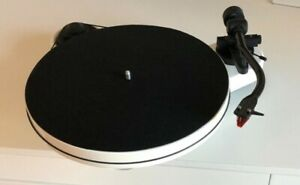 Pro-Ject Audio RPM 1 Carbon Plattenspieler Turntable Weiß inkl. Ortofon 2M Red