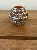 Exquisite ACOMA PUEBLO POTTERY by B. L. (Brenda) CERNO Beautiful Pattern