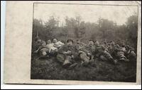 Militär Weltkrieg Echtfoto-Karte Soldaten Pause im Krieg Real Photo Soldier