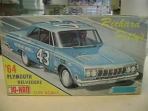 Johan GC-964 Richard Petty's '64 Plymouth model kit no decals some painting