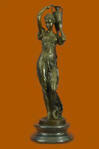"Medio Siglo Francés Bronce 28"" Neoclásico Escultura Of A Doncella Con Cubo Arte"