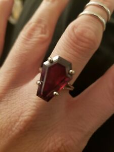10k white gold 10ct Blood solitaire coffin ring size 7