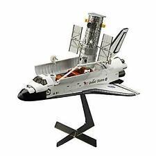 Hasegawa 1/200 Hubble Space Telescope and Shuttle Orbiter W / Astronaut 10821
