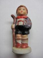 Junge mit Stock kleine Keramik Figur wie Hummel