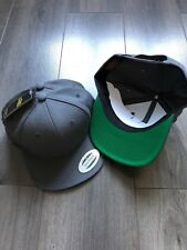 Lot 3 casquettes Snapback Yupoong grises