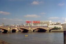 PHOTO  1994 BLACKFRIARS THE RAILWAY STATION WHERE THE PLATFORMS APPEAR TO EXTEND