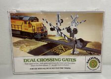 Bachman HO scale Dual Crossing Gates with Flashing Lights & bell NOS Sealed