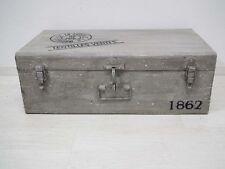 Truhe Box Kiste - Metall Eisen Blech - hellgrau auf alt gebraucht gemacht Shabby
