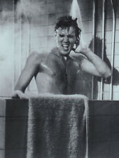 Elvis Presley UNSIGNED photograph - L2278 - In the shower!!!!! - NEW IMAGE!!!