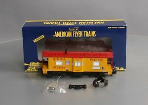 American Flyer 6-48727 S Scale Union Pacific Lighted Bay Window Caboose/Box