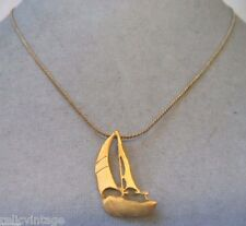 STUNNING VINTAGE ESTATE GOLD TONE SAILBOAT OCEAN NECKLACE!!! WGA3209