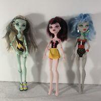 Monster High Lot of 3 Dolls Gloom Beach/Skull Frankie Draculaura Ghoulia Yelps