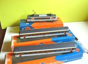 roco  ho  petite rame   corail avec  BB  7202  et  2 voitures  1ere classe