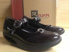 Ryn Women's Inde Wine Walking Shoe US Size 6.0 (UK 4.5, Eu 36.1, Kor 230)