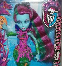 NEW Monster High Scarrier Reef Posea Blue Sea Nymph Jointed Fashion Doll Glows!