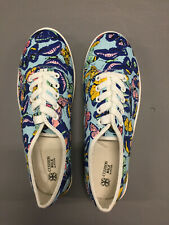Women Flat shoes with butterfly print and laces