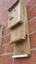 Pipistrello di nidificazione Appollaiarsi/House, doppio ingresso, fatto a mano con feltro del tetto ^●^