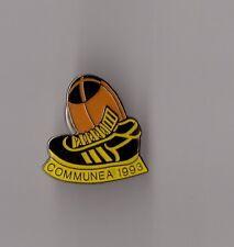 Pin's rugby / Communea 1993 (époxy signé SIP 19) hauteur: 2,3 cm