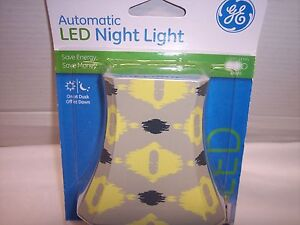 Night Light, LED Automatic Geometric Shade, Yellow & Grey, GE